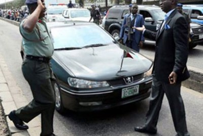 Fashola Arrests Col, Sergeant On Marina BRT Lane