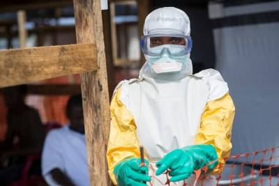 Kailahun, Sierra Leone. Médecins Sans Frontières (MSF) Ebola Treatment Centre. A nurse enters the high-risk area after getting dressed with protective clothing.