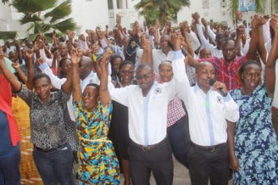 Striking Kenyan lecturers demonstrate in Mombasa.