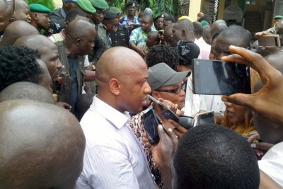 Chukwudi Dumeme Onuamadike (Evans) speaking to journalists when he was paraded by the Nigerian Police.