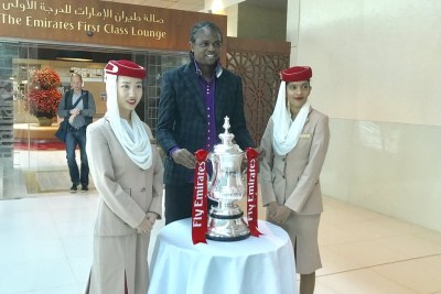 Nwanko Kanu with English FA Emirate FA Cup.