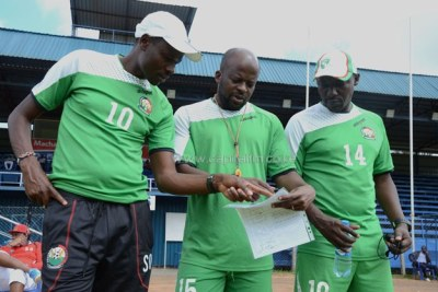 Harambee Stars first coach Stanley Okumbi consults with his assistants Frank Ouna and John Kamau during a training session at the Kenyatta Stadium in Machakos (file photo).
