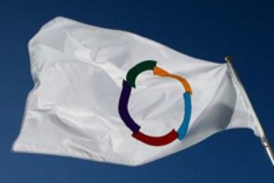 Le drapeau de la Francophonie flottant