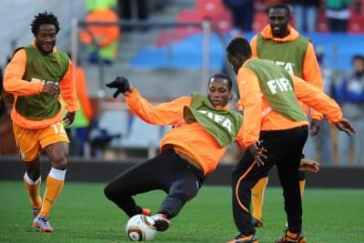 Photo d'archives: Didier Drogba (centre)