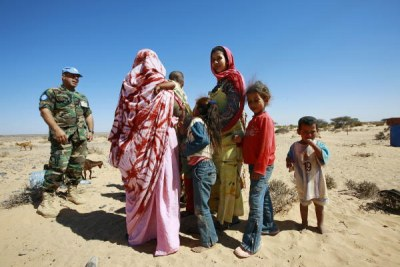 A member of the UN Mission for the Referendum in Western Sahara (MINURSO)'s Military Liaison Office chats with a group of local Western Saharans (file photo).