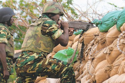 African Mission for Somalia (Amisom) soldiers fighting the al-Shabaab insurgents in the front line in Mogadishu on June 20, 2011 (file photo).
