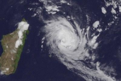 Le cyclone Giovanna se dirigeant vers l'île de Madagascar, dans l'océan Indien.