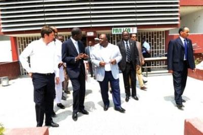 Le Président Ali Bongo en visite à l'université Omar Bongo