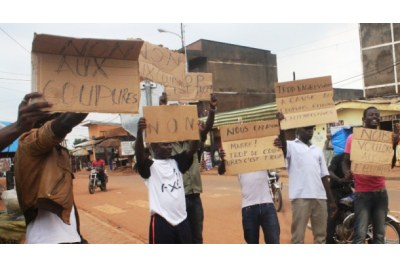 Youths protest against Paul Biya (file photo).