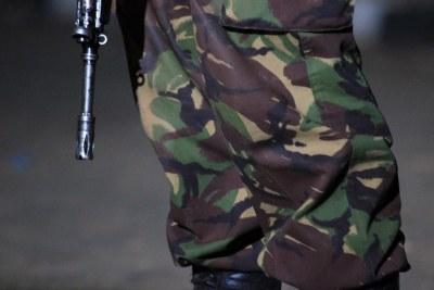 Un officier armé