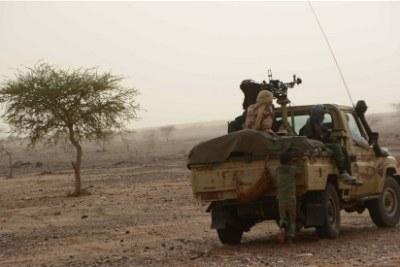 Des rebelles séparatistes en patrouille après la prise d'un nouveau territoire