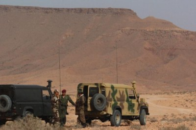 Tunisian soldiers at their border with Libya.