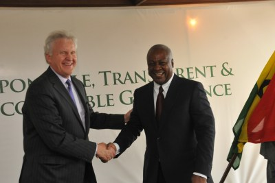 Ghana's president John Dramani Mahama meets with GE's chairman and CEO Jeff Immelt at the Presidential Villa in Accra, Ghana, January 2015.