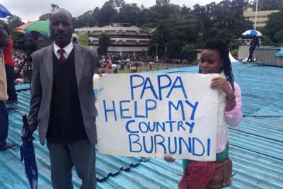 En 2015, Michael et Shanelle ont marché du Kenya au Burundi parce qu'ils voulaient que le pontife y prêche la paix car ils craignaient que le pays ne plonge dans une guerre civile conduisant à un génocide.