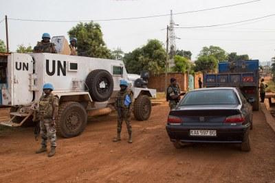 La Mission de l'ONU en République centrafricaine (MINUSCA) et la police nationale lors d'une opération conjointe à Bangui. (archive)