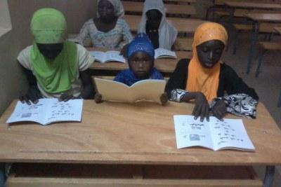 L'éducation de ces filles à Sanar Ouolof et Mbodiene (villages sénégalais) financés grâce à des activités de maraichage.
