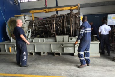 Field service engineers assess the gas turbine in Port Harcourt, Nigeria.