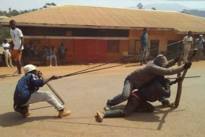 Protesters use catapult against police in Bamenda (file photo).