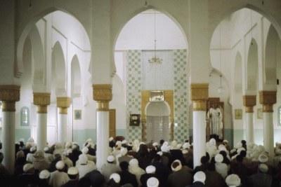 En Algérie, l'Islam est religion d'Etat. La Constitution algérienne consacre la liberté d'expression et la liberté de culte.