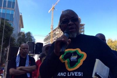 ANC Secretary-General Gwede Mantashe addresses workers.