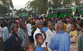 50 000 Congolais expulsés d'Angola bloqués au poste-frontière de Kamako