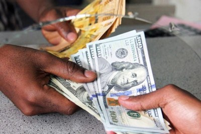 A forex trader exchanges Uganda Shillings with US dollars at a forex company in Kampala (file photo).