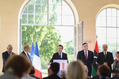 Fayez Sarraj, Président du Conseil présidentiel de Libye, et Khalifa Hafter, commandant de l'armée nationale libyenne avec le président français Emmanuel Macron à la Celle-Saint-Cloud.