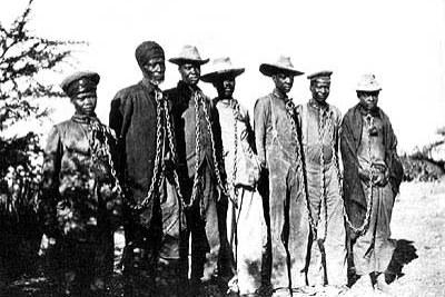 Herero enchaîné pendant la rébellion de 1904