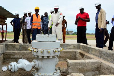 UNRA officials tour an oil well belonging to CNOOC Uganda Ltd in Buliisa District.
