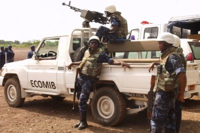 Des soldats de l'ECOMIB