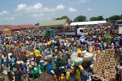 Hundred of South Sudanese refugees arrive at Elegu Reception Centre in Amuru District, Uganda in July 2017 (file photo).