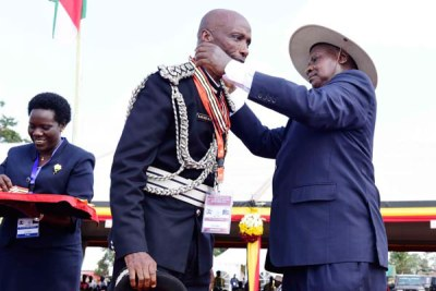 President Yoweri Museveni decorates Inspector General of Police Kale Kayihura during the Independence Day celebrations in Luuka on October 9, 2016 (file photo).
