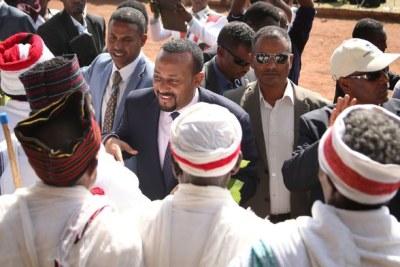 Premier greeting Aba Gada in Ambo.