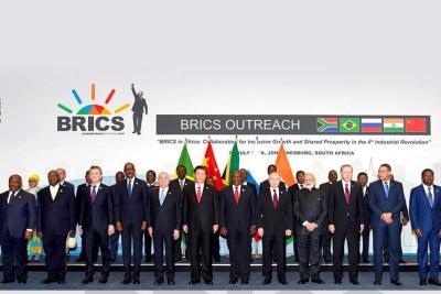 Les dirigeants des Brics (Brésil, Russie, Inde, Chine et Afrique du Sud) réunis en sommet à Johannesburg .