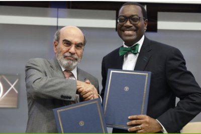 Cet accord, signé par le président de la Banque africaine de développement Akinwumi Adesina et le directeur général de la FAO, José Graziano da Silva, au siège de la FAO à Rome, s'inscrit dans le cadre d'une collaboration de longue date entre les deux organisations.