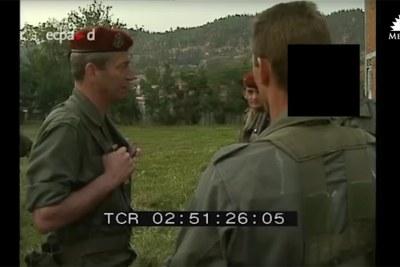 Sur le document vidéo de Médiapart, on distingue le sergent-chef M. qui alerte le colonel Jacques Rosier, chef des opérations spéciales de l'armée française au Rwanda, sur des meurtres de masse perpétrés à l'encontre de Tutsis.