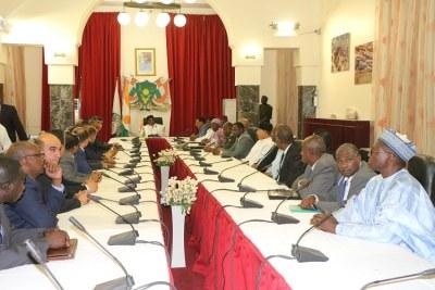 Le Président du Niger, SEM Issoufou Mahamadou rencontre les Ministres des pays voisins de la Libye
