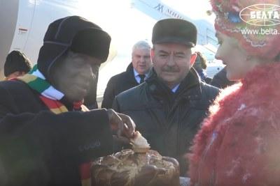 President Emmerson Mnangagwa eats cake in Belarus.