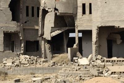 Décombres de maisons détruites dans la ville de Tawergha, dans le nord-ouest de la Libye.