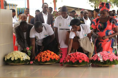 Heroes from ES Nyange lay wreath on the grave of Valens Ndemeye to honour him (file photo).