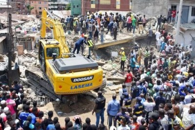 A rescue team search for more victims from the scene of a building, which collapsed at Itafaji on the Lagos Island on Wednesday.