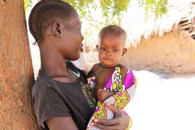 Lydia Ekeno et sa petite fille âgée de sept mois à qui on a diagnostiqué une malnutrition aiguë sévère en janvier 2019.