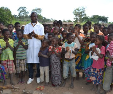 Mozambican Father Campaigns for Vaccination After Daughter Paralyzed By Polio