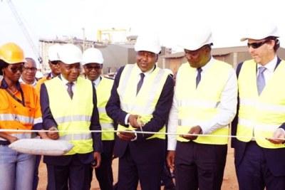 Le Premier ministre Amadou Gon Coulibaly procédant à l'inauguration de l'usine de lixiviation en cubes d'Ity.