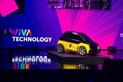 Usain Bolt  dévoile un projet top secret à #VivaTech: Bolt Nano, la plus petite voiture électrique à batterie au monde échangeable C'est tellement petit que vous pouvez en installer 4 dans un espace de stationnement!
