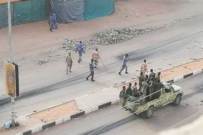 RSF members clear barricades around the sit-in area in Khartoum (file photo).
