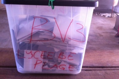 Illustration - Une urne scellée du bureau de vote du lycèe de Bè-Plage, à Lomé, ce samedi 25 avril.