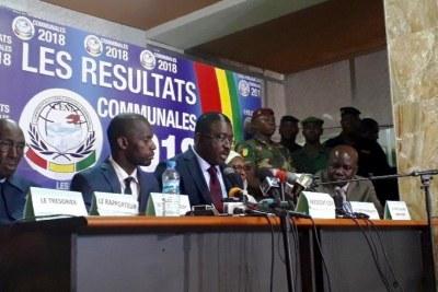 La Céni proclame les résultats des élections communales (au centre son président Me Salif Kébé), le 23 février 2018.