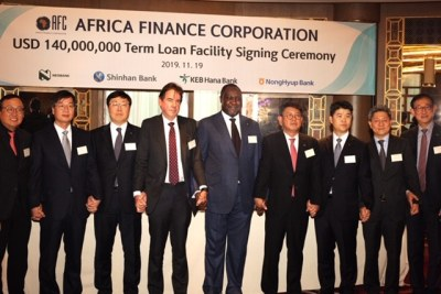 Left to right: Mr B.H Sung Chief Rep. Bank of Korea; Mr J.H. Lee Chief Rep. Financial Supervisory Service in Korea; Mr C.B. Park, General Manager of KEB Hana Bank, London Branch; Mr K. Ryder, UK Head of Nedbank; Mr S. Zubairu President & CEO of Africa Finance Corporation; Mr W.J. Jung, Head of Group & Global Investment Banking, Shinhan Financial group; Mr D.J. Lee, Director of Investment Banking, Nonghyup Bank; Mr H.S Kim, Minister of counsellor (Economy and Finance), Korea Embassy in London; Mr S.H Seo, General Manager of Shinhan Bank, London Branch.