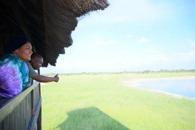 La Vice-Secrétaire générale des Nations Unies, Amina j. Mohammed, visite le parc national de Hwange au Zimbabwe pour voir de première main l'impact du changement climatique sur l'habitat, la faune et la population.
